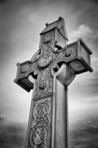 Photograph - Celtic Cross 20994 by Guy Whiteley