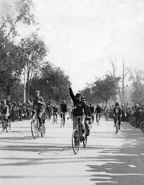 Parks And Recreation Photograph - Central Park Bicycle Parade by Underwood Archives