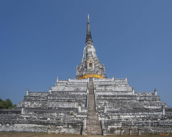 Photograph - Chedi Phukhao Thong Dtha0214 by Gerry Gantt