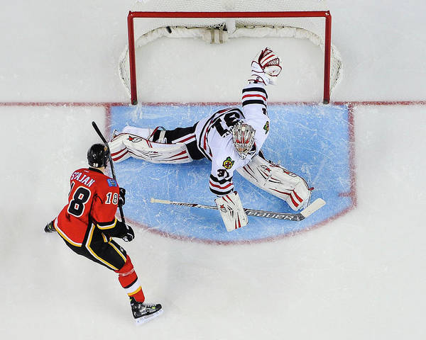 Scoring Photograph - Chicago Blackhawks V Calgary Flames by Derek Leung