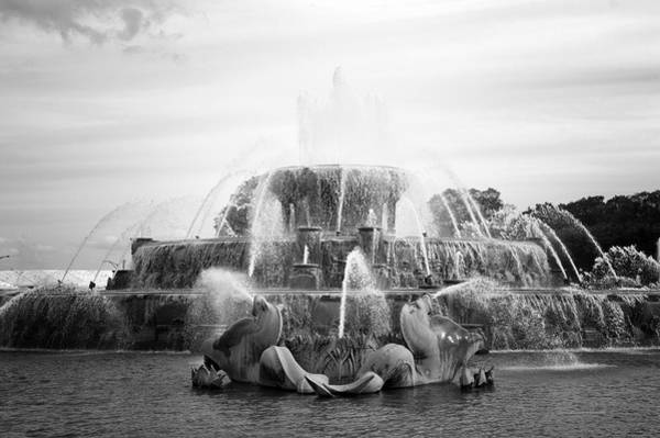 Wall Art - Photograph - Chicago Buckingham Fountain Statue Bw by Thomas Woolworth