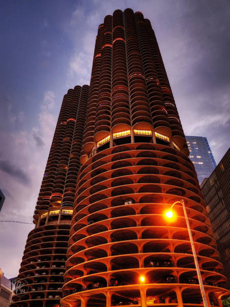 Photograph - Chicago - Marina City Twilight by Lance Vaughn
