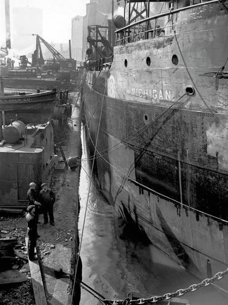 Photograph - Chicago Shipyard by Underwood Archives