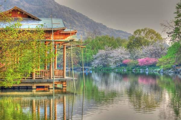 Photograph - China Lake House by Bill Hamilton