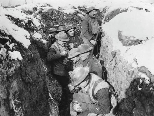 Photograph - Chow Time In The Trenches by Underwood Archives