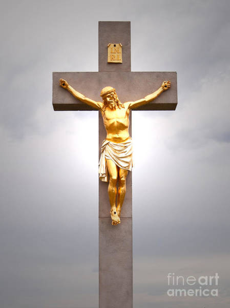 Photograph - Christ On Cross by Les Palenik
