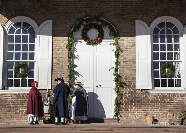 Historic Triangle Photograph - Christmas Conversation At The Courthouse by Teresa Mucha