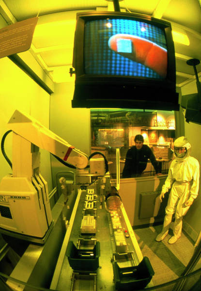 Silicon Valley Wall Art - Photograph - Clean Room Exhibit In Computer Museum by Peter Menzel/science Photo Library