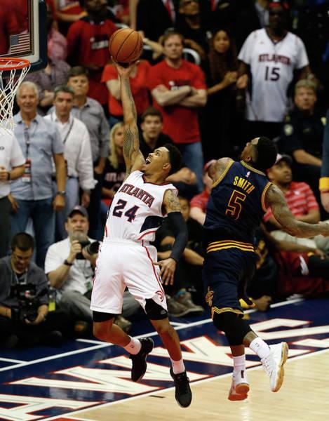 Atlanta Photograph - Cleveland Cavaliers V Atlanta Hawks - by Mike Zarrilli