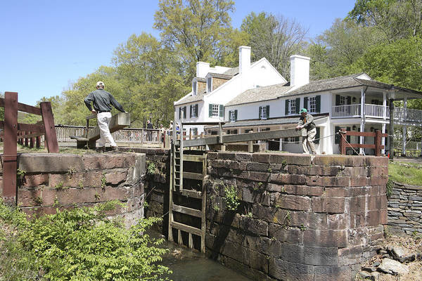 Wall Art - Photograph - Closing A Lock On The C And O Canal At Great Falls Tavern by William Kuta