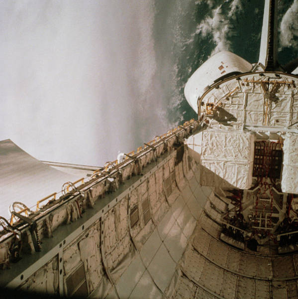 Space Shuttle Photograph - Columbia by Nasa/science Photo Library