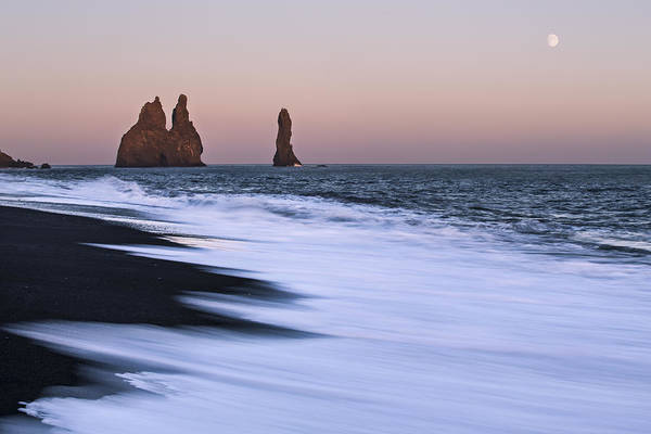 Online Art Gallery Photograph - Come Ashore by Jon Glaser