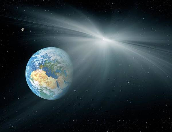 Near Earth Object Photograph - Comet Passing Near The Earth by Detlev Van Ravenswaay/science Photo Library