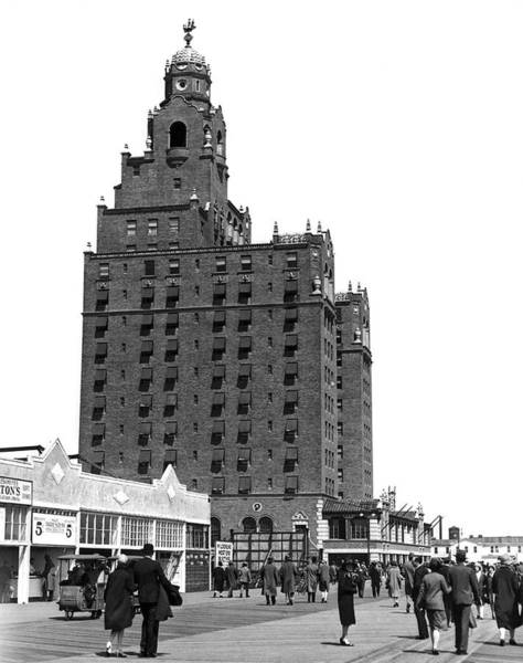 Photograph - Coney Island Half Moon Hotel by Underwood Archives