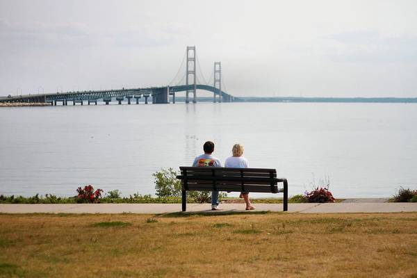 Michilimackinac Wall Art - Photograph - Couple On Bench At The Mackinac Bridge by Dan Sproul