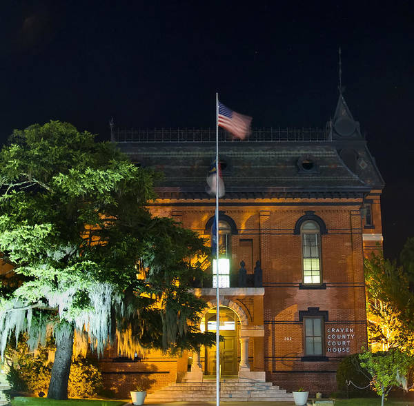Famous Places Digital Art - Craven County Nc Courthouse. by Chris Flees