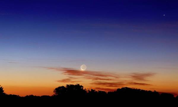 Astronomical Twilight Photograph - Crescent Moon And Jupiter by Luis Argerich