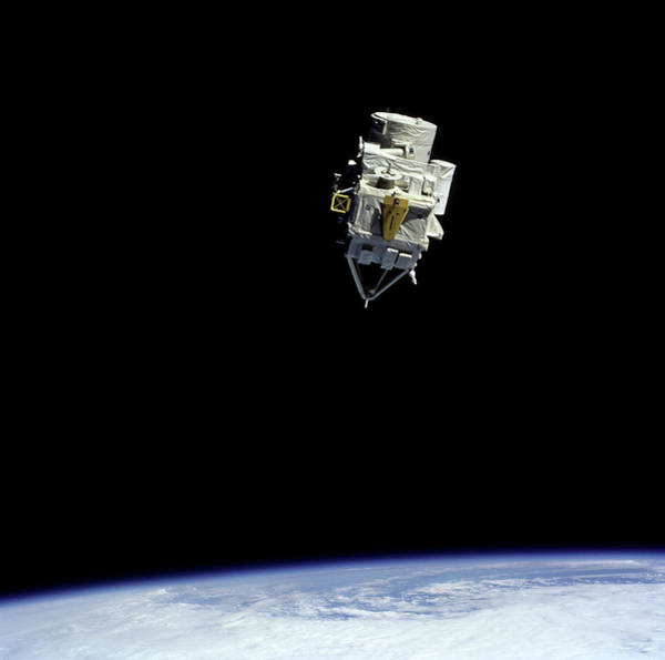 Mesosphere Photograph - Crista-spas-2 Satellite by Nasa/science Photo Library