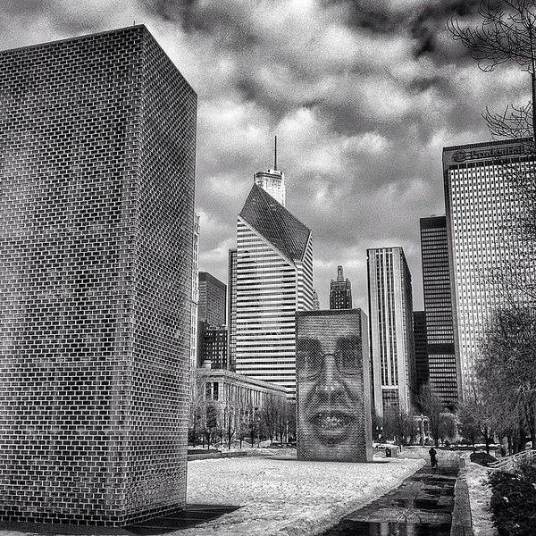 Landmark Wall Art - Photograph - Chicago Crown Fountain Black And White Photo by Paul Velgos