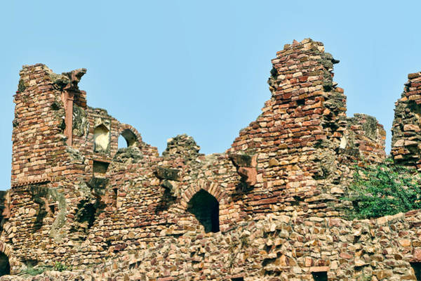 Crumble Photograph - Crumbling Walls At Fatehpur Sikri by Linda Phelps