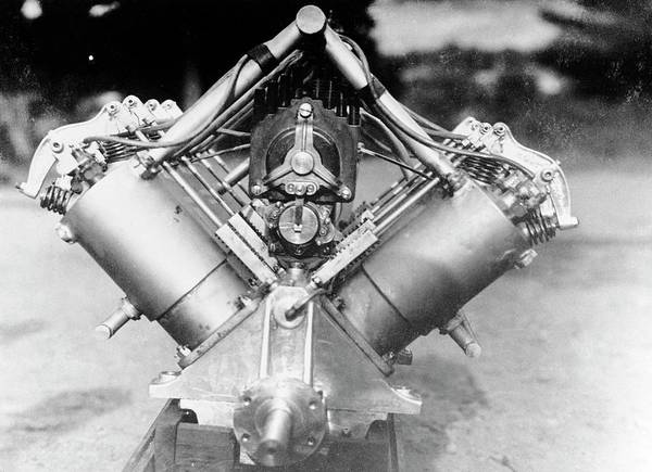V8 Engine Wall Art - Photograph - Curtiss Pusher Aircraft Engine by Us Navy/science Photo Library