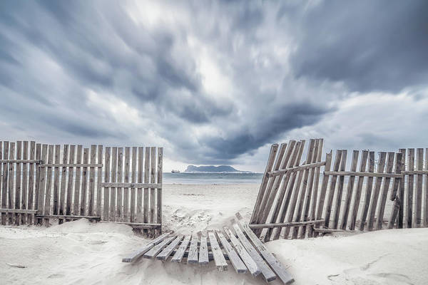 Fences Wall Art - Photograph - Da?a De Tormenta by Eduardo Vargas