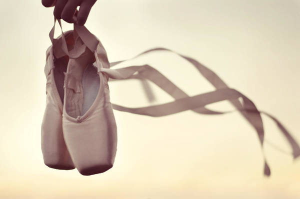 Pointe Wall Art - Photograph - Dancing On The Wind by Laura Fasulo