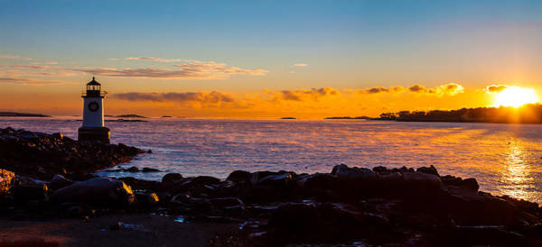 Pickering Photograph - Dawn Arrives On Winter Island by Jeff Folger