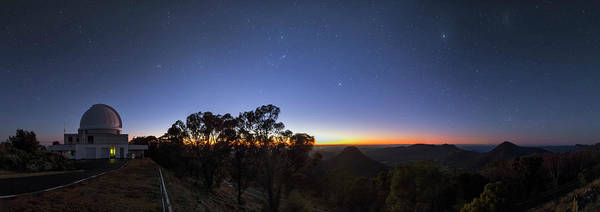 Wall Art - Photograph - Dawn Over Sliding Spring Observatory by Babak Tafreshi/science Photo Library