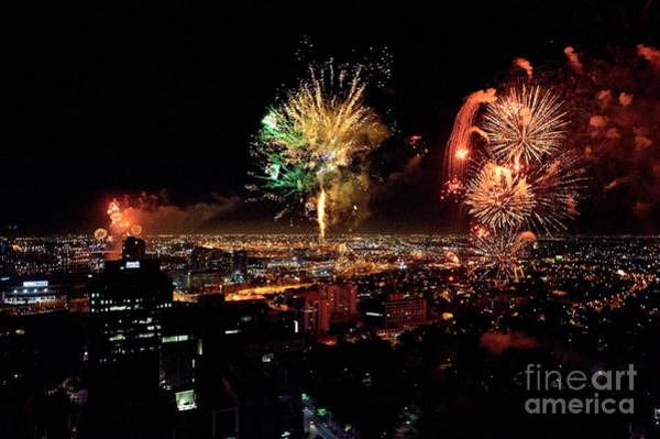 Photograph - Dazzling Fireworks Iv by Ray Warren