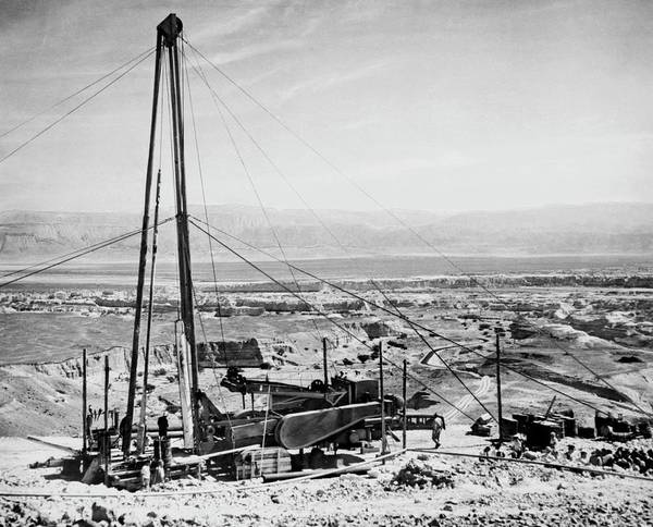 Derrick Wall Art - Photograph - Dead Sea Oil Rig by Library Of Congress/science Photo Library