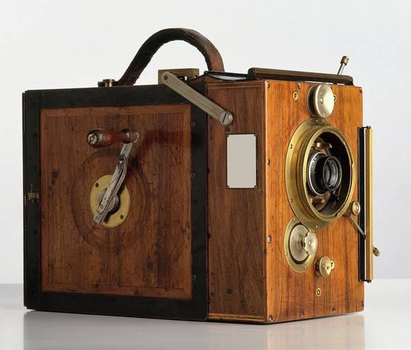 Crank Photograph - Debrie Parvo Film Camera by Dorling Kindersley/uig