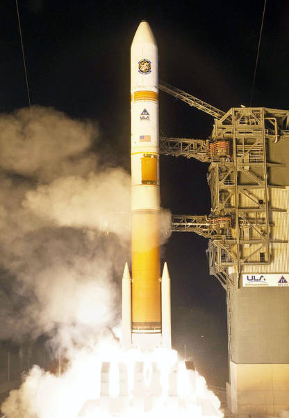 Delta Iv Photograph - Delta Iv Rocket Taking Off by Science Source