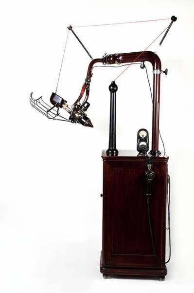 Wall Art - Photograph - Dental X-ray Machine by British Dental Association Museum/science Photo Library