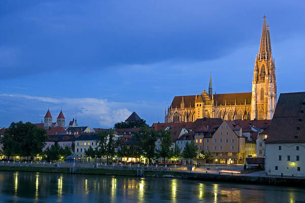 Donau Photograph - Deutschland, Regensburg, Stadtansicht by Tips Images