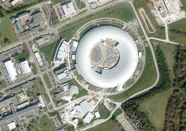 Wall Art - Photograph - Diamond Light Source Synchrotron by Getmapping Plc/science Photo Library