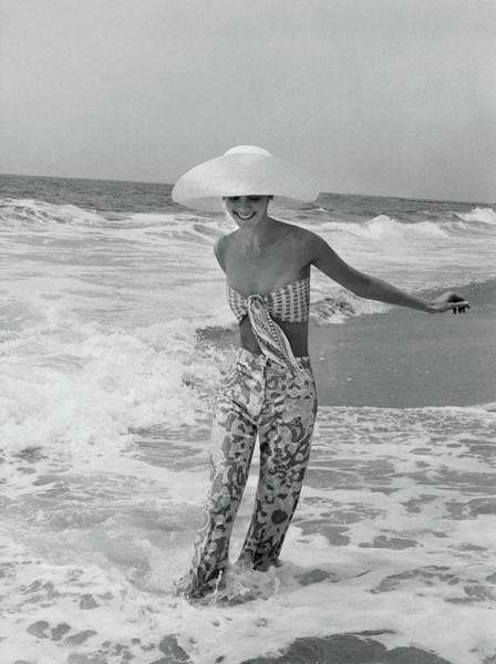 Wade Photograph - Diana Ewing Playing At A Beach by John Shannon