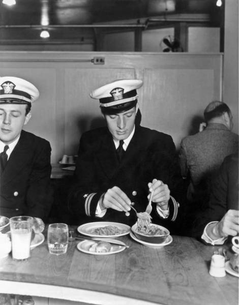 Shield Photograph - Dining On Spaghetti by Underwood Archives