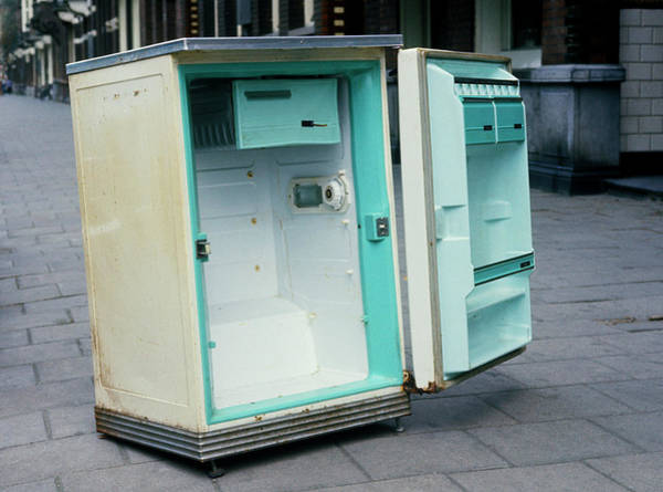 Street Machine Photograph - Discarded Refrigerator by Ton Kinsbergen/science Photo Library