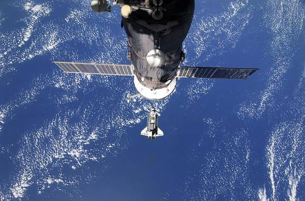 Iss Photograph - Discovery Approaching The Iss by Nasa/science Photo Library