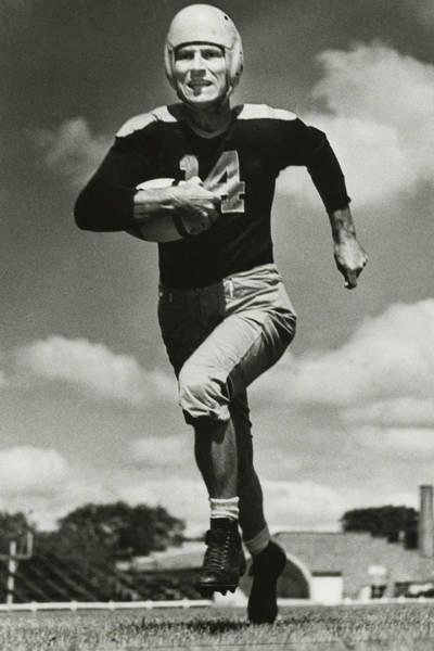 Don Photograph - Don Hutson Running by Gianfranco Weiss