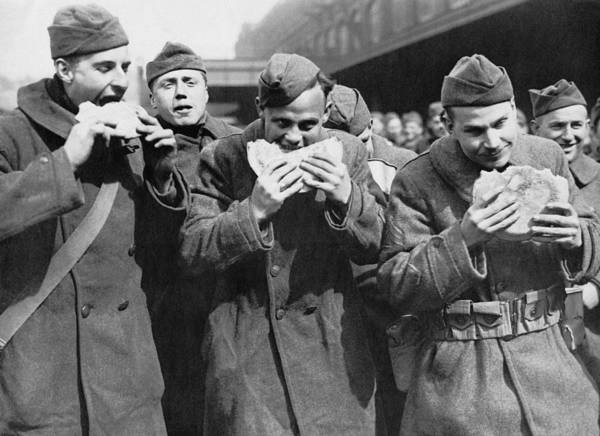 Wall Art - Photograph - Doughboys Eating Pies Again by Underwood Archives