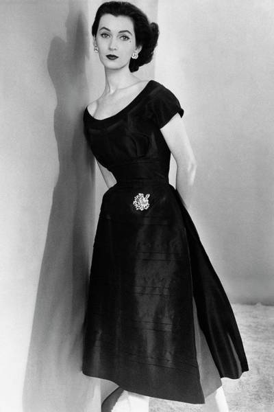 Glamour Photograph - Dovima Wearing A Larry Aldrich Dress by Horst P. Horst