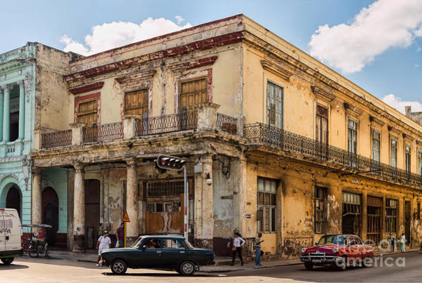 Photograph - Down On The Corner In Havana - V1 by Les Palenik