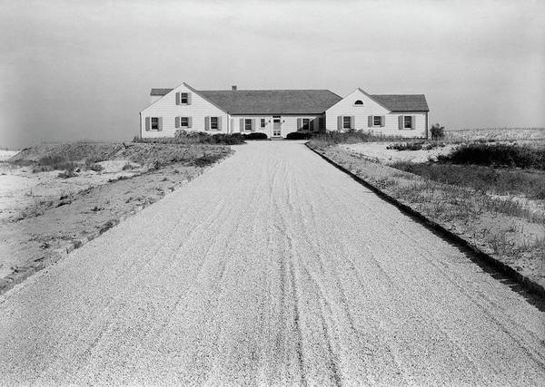Driveway Photograph - Dr. Robert Boggs House In Southampton by Tom Leonard