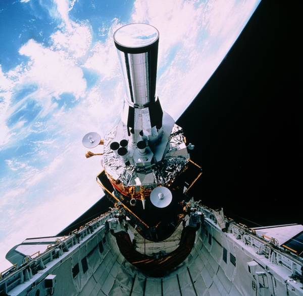 Support Photograph - Dsp Satellite Being Deployed By Shuttle Sts-44 by Nasa/science Photo Library
