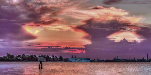 Photograph - Dusk In Venice by Roberto Pagani