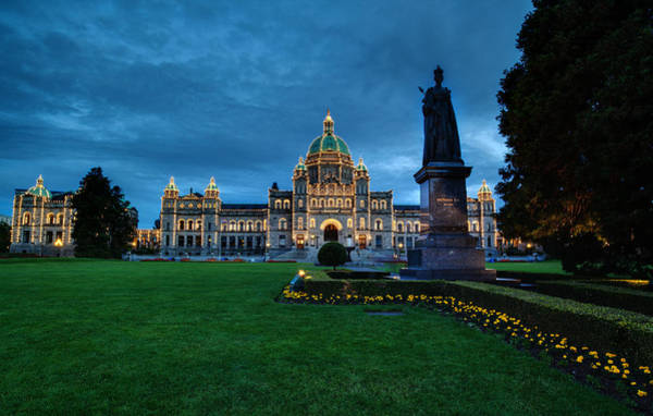 Victoria Harbor Wall Art - Photograph - Dusk In Victoria by Mike Reid