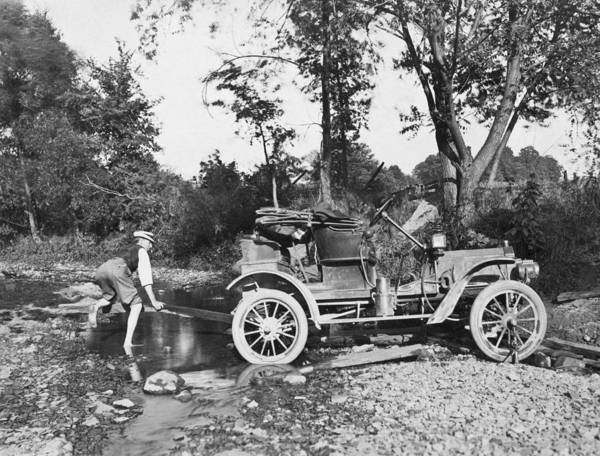 1912 Photograph - Early Auto Stuck by Underwood Archives