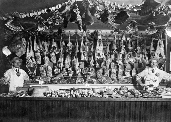 1915 Photograph - Early Butcher Shop by Underwood Archives